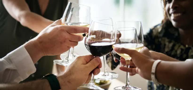 Uống rượu có tốt cho mắt không?